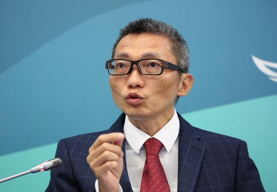 The Billionaire Who Quit Tencent to Pledge His Money to Teachers