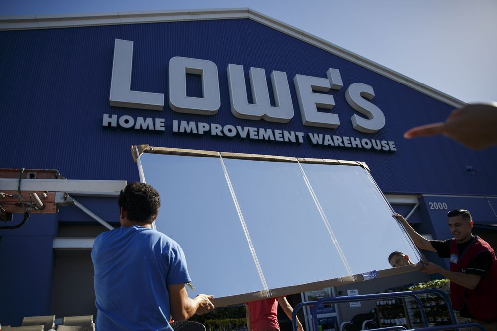 Lowe S Faces Built In Hurdle To Close 30 Billion Home Depot