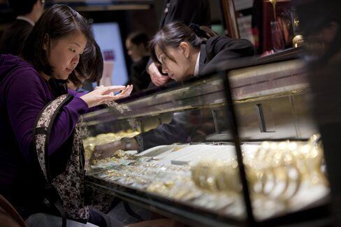 Chow Tai Fook Slides Amid China Growth Concerns
