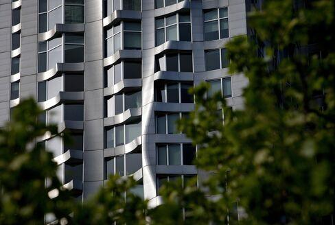 Manhattan Apartment Rents Near Peak With 10% Jump in September