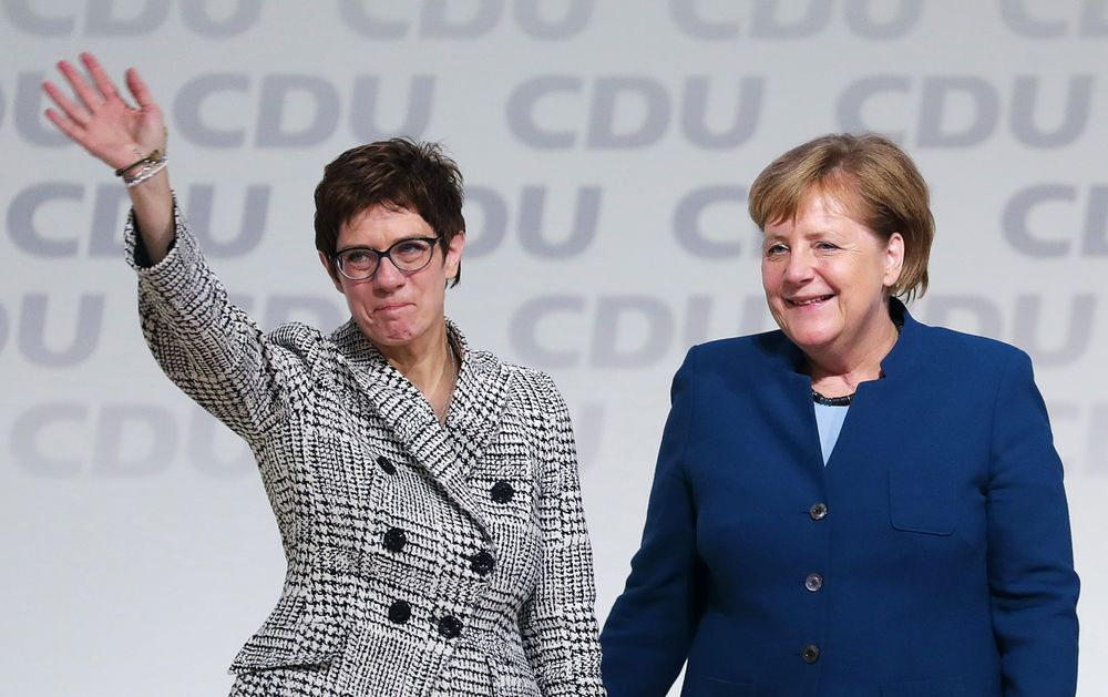 独与党CDU、首相側近のクランプ...