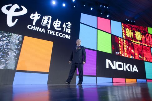 Nokia Recruits Vespa Rider in Race Against Androids in China