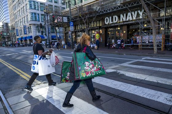 Stores Get Late Boost as In-Person Shoppers Dodge Package Logjam