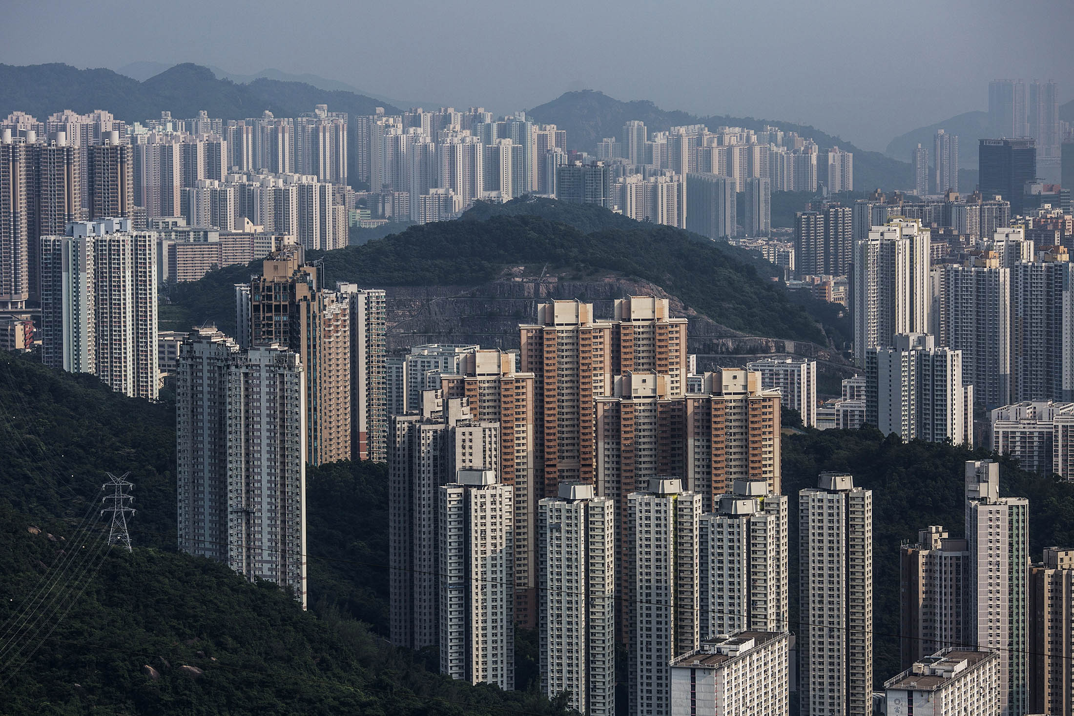 Hong Kong Land Prices Baffle Tycoon With 50 Years Experience - Bloomberg
