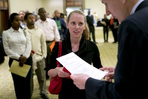 Jobless Claims Surge on California Switch, U.S. Federal Shutdown