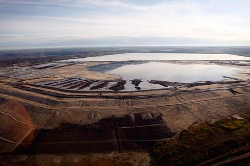 Canada's Tar Sands Oil Boom Yields Toxic Wastewater Lakes