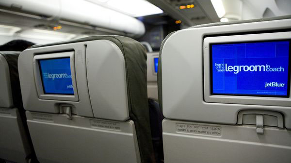 Sunday Strategist: Should Airlines Remove Seatback Screens?