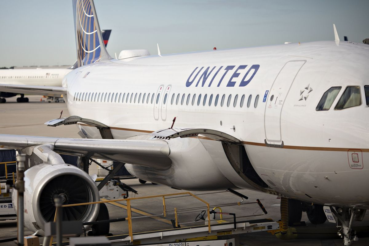 United Air, U.S. Leader Across Pacific, Pares Further in Asia