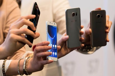 Samsung Electronics Co. Mobile Communication President Kong Dong-Jin Presents Galaxy S7 Smartphone At Media Event Ahead Of Sale