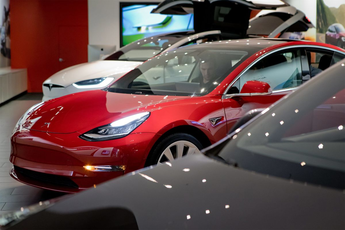 Tesla Climbs on Musk's Measures for More Model 3, Plus Profit