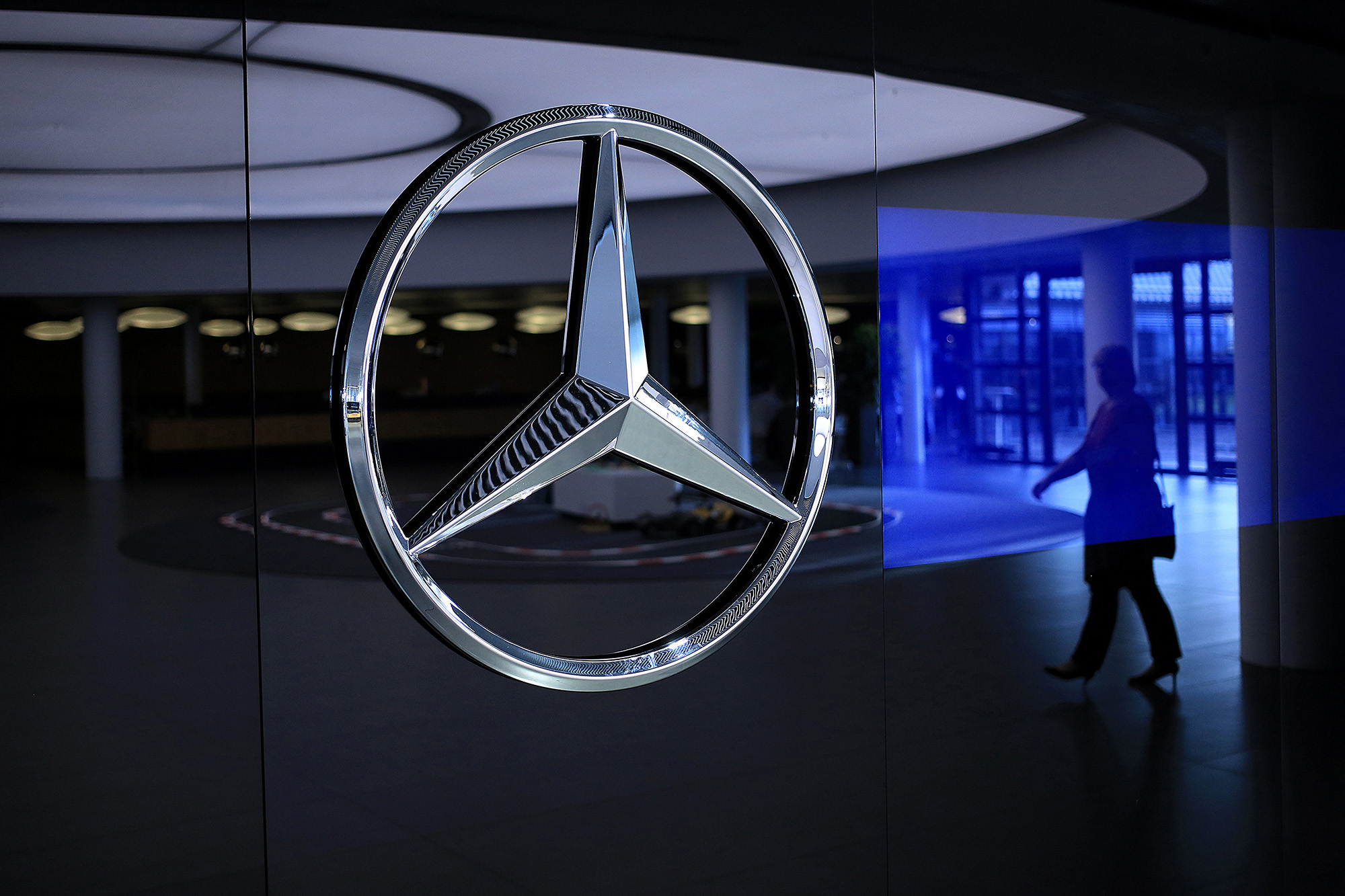 Lear (LEA), Daimler See Gloomy Outlook for Global Car