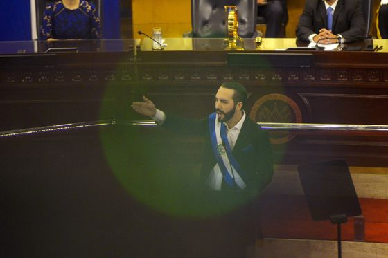 El Salvador Bonds Extend Slump on Plans to Overhaul Constitution