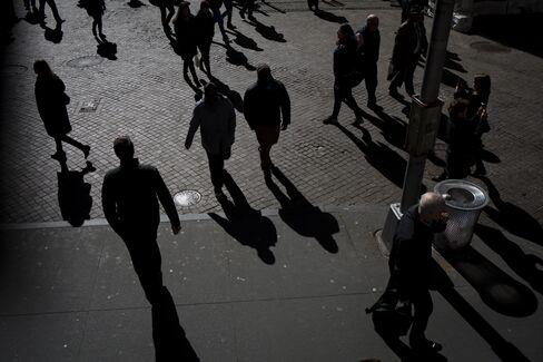 ウォール街を歩く人々