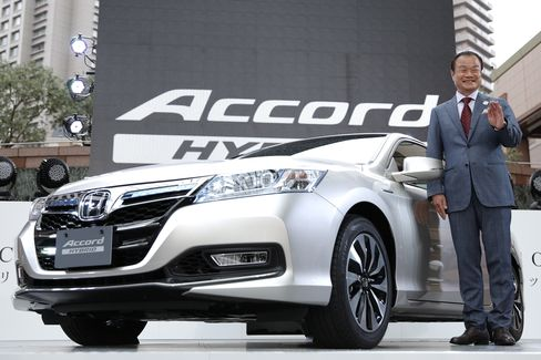 Honda Bets Buyers Will Pay Mileage Premium for Hybrid Accord