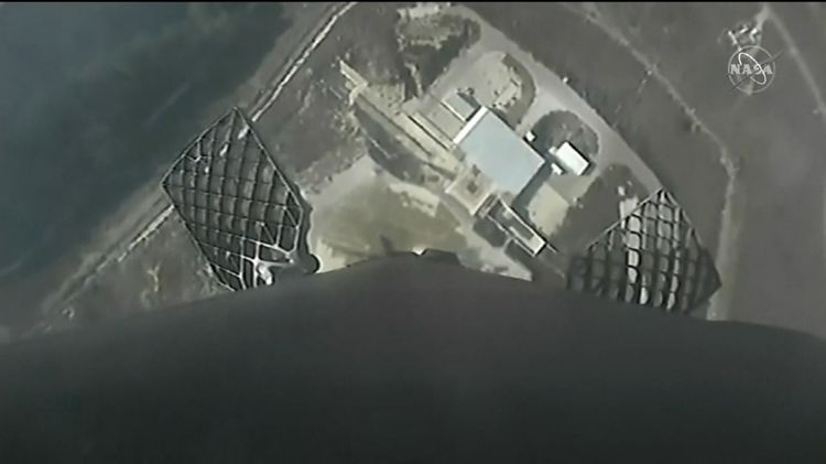 relates to Watch: First Stage of SpaceX Rocket Comes in for Perfect Landing
