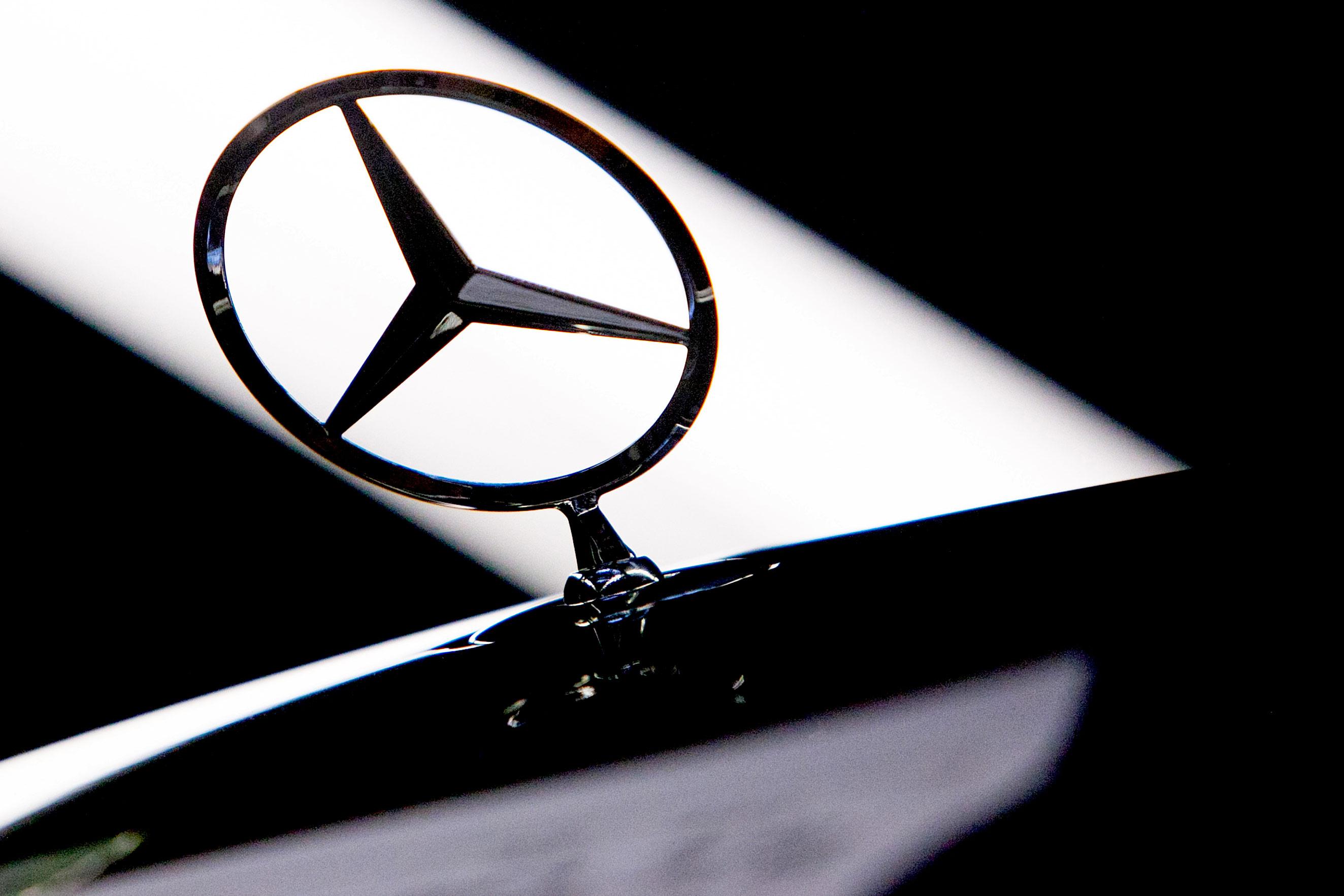 Chinas Geely Buys 9 Billion Daimler Stake Bloomberg
