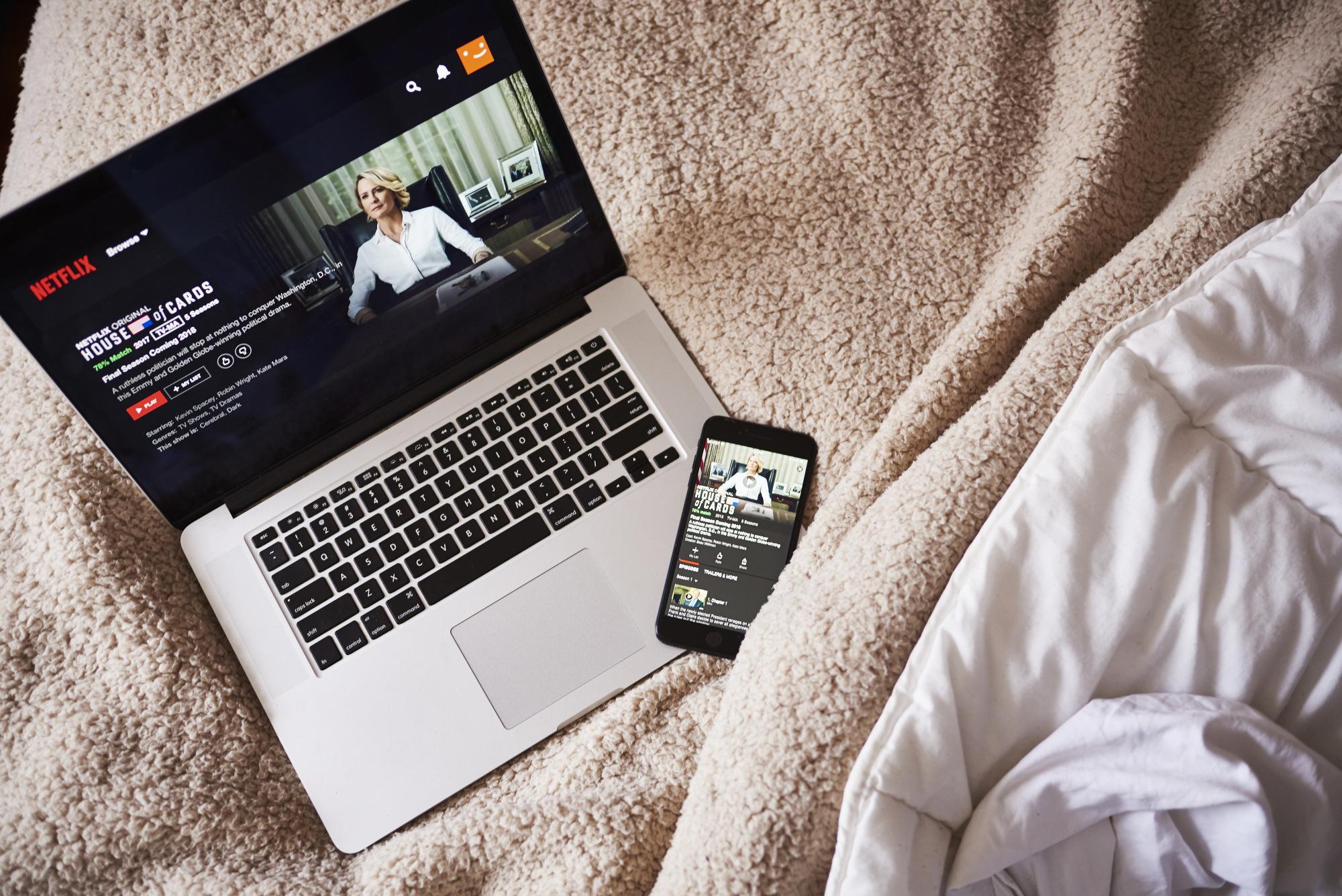 Netflix's Biggest Bingers Get Hit With Higher Costs - Bloomberg