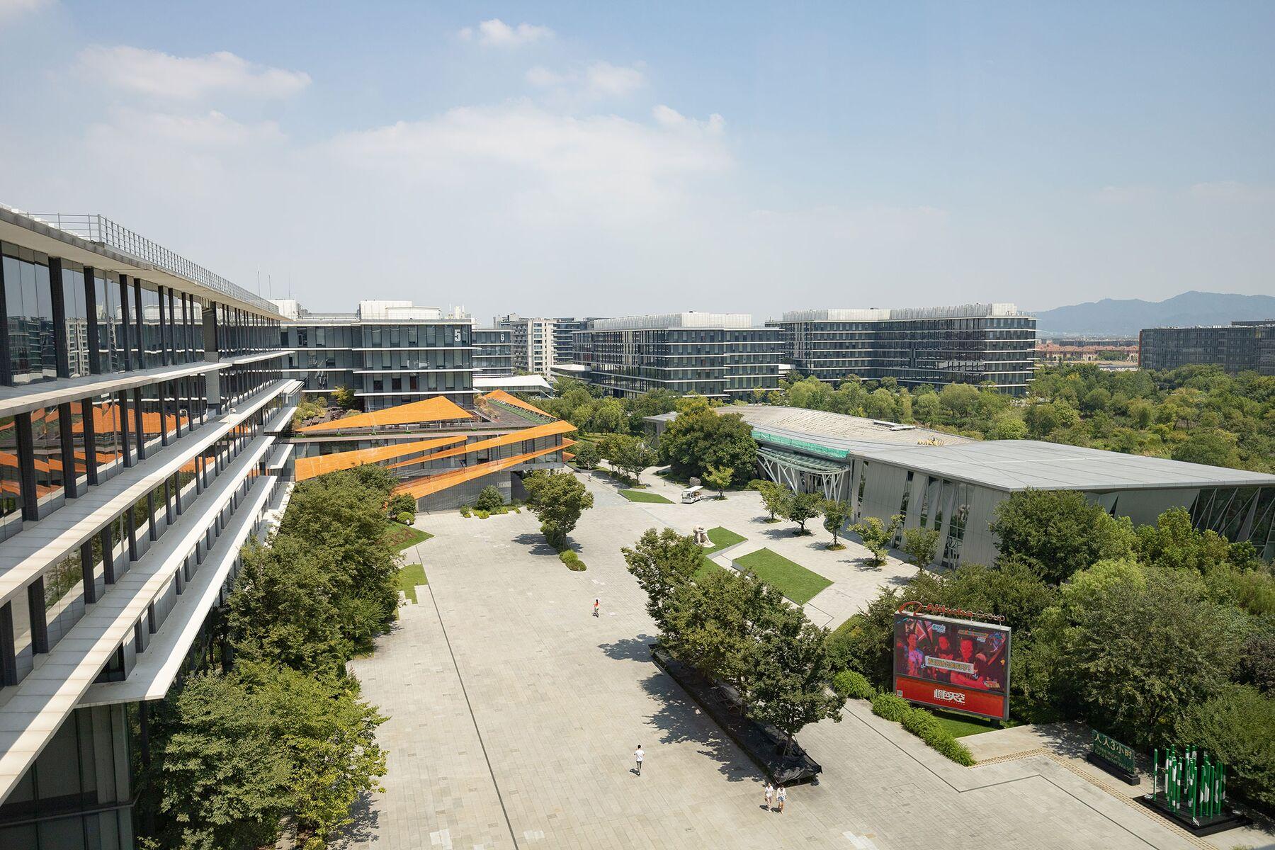 liên quan đến Chủ tịch mới của Alibaba cho biết ông có thể tái tạo bán lẻ trước khi có người khác