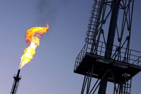 Alberta's Oil Sands Raises Flaring Emissions as Rules Lag Boom