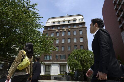 Nomura Quarterly Profit Beats Estimates on Investment Banking