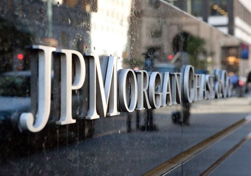 JPMorgan, Deutsche Bank Battle for Rich