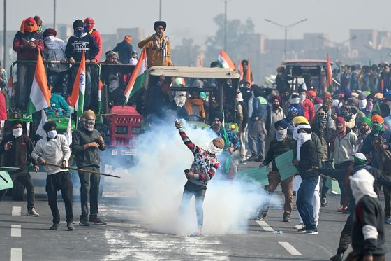 India's Internet Crackdown Fuels Anger as Farmers Block Highways