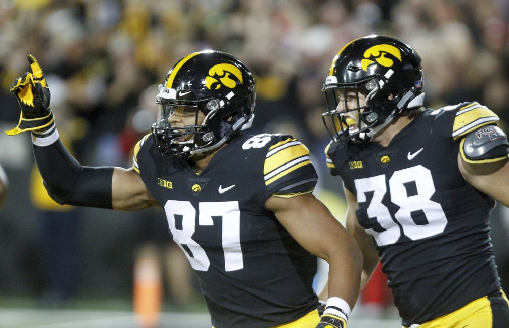 Two Iowa Tight Ends Likely to Go in First Round of NFL Draft