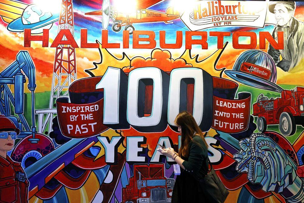 Halliburton (HAL) Cutting Fracking Jobs, Gear in US, Canada - Bloomberg
