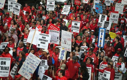 Emanuel Seeking Injunction as Teachers Push Strike to Week 2