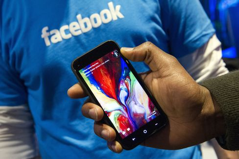 Facebook Revenue Exceeds Estimates on Mobile-Advertising Surge