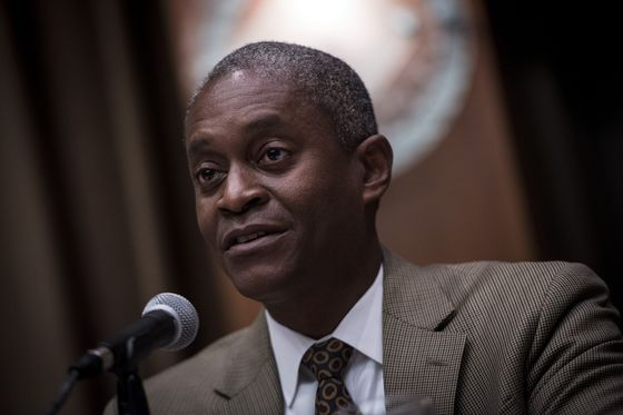 Atlanta Fed Chief Pledges to Oppose Hike Inverting Yield Curve