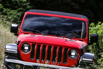 Jeep Wranglers Pile Up at Dealers, Signal Risk for Detroit - Bloomberg