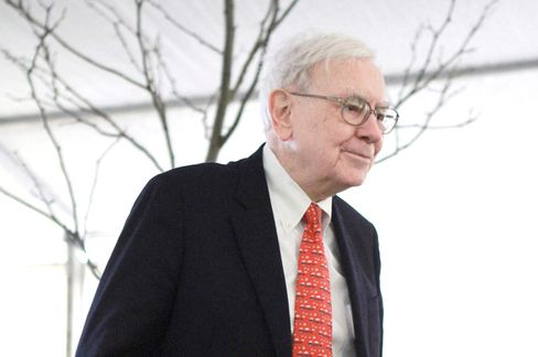 Buffett Mocking Gold Sidesteps Slump As He Bets on Stocks