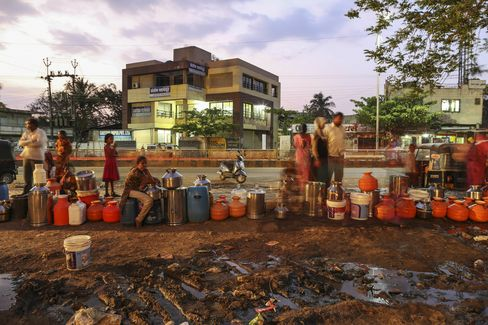 Water commuters wait in line to fill containers at the Vivekananda Chowk water tank in Latur, Maharashtra.