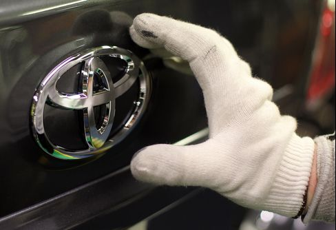 Toyota Said to Be Holdout on Obama's 54.5 MPG Fuel-Economy