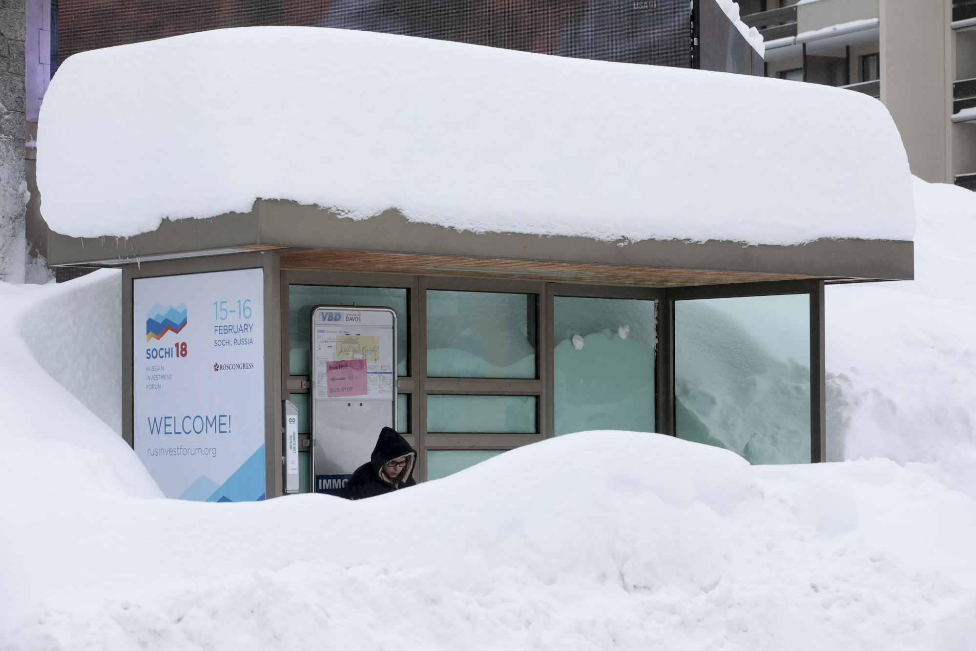 Thick snow settles on the roof of a bus stop.Photographer: Jason Alden/Bloomberg