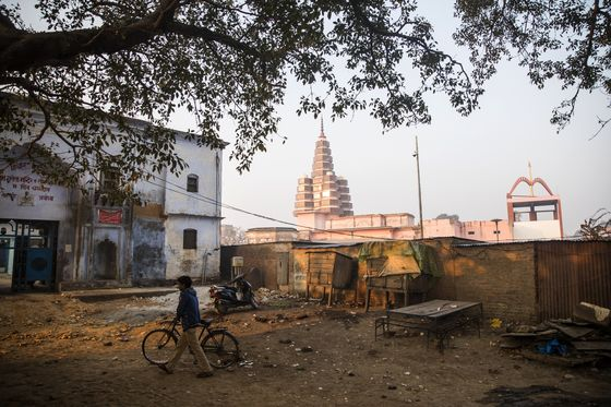 India's Top Court Orders Mediation on Contested Temple Site