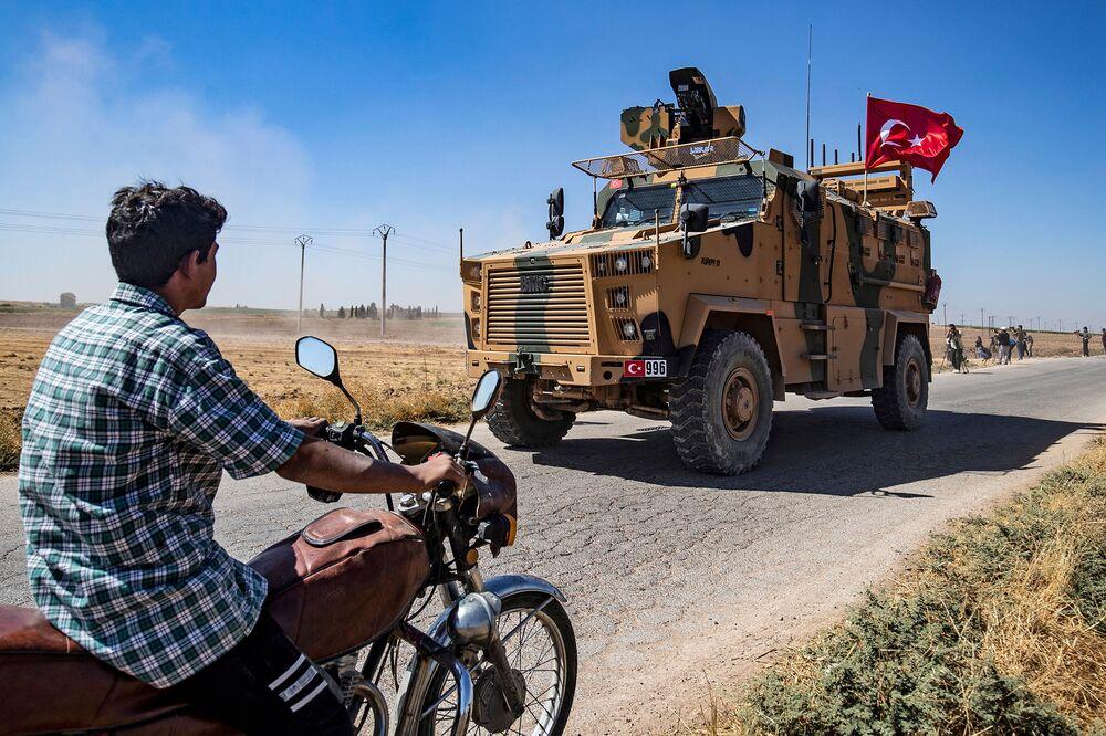 Turkey Boosts Syria Border Troops as Erdogan Flags Incursion - Bloomberg