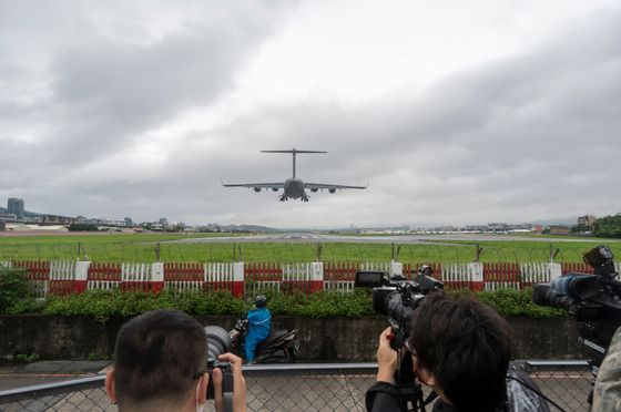 China Faces Nationalist Anger Over U.S. Plane in Taiwan