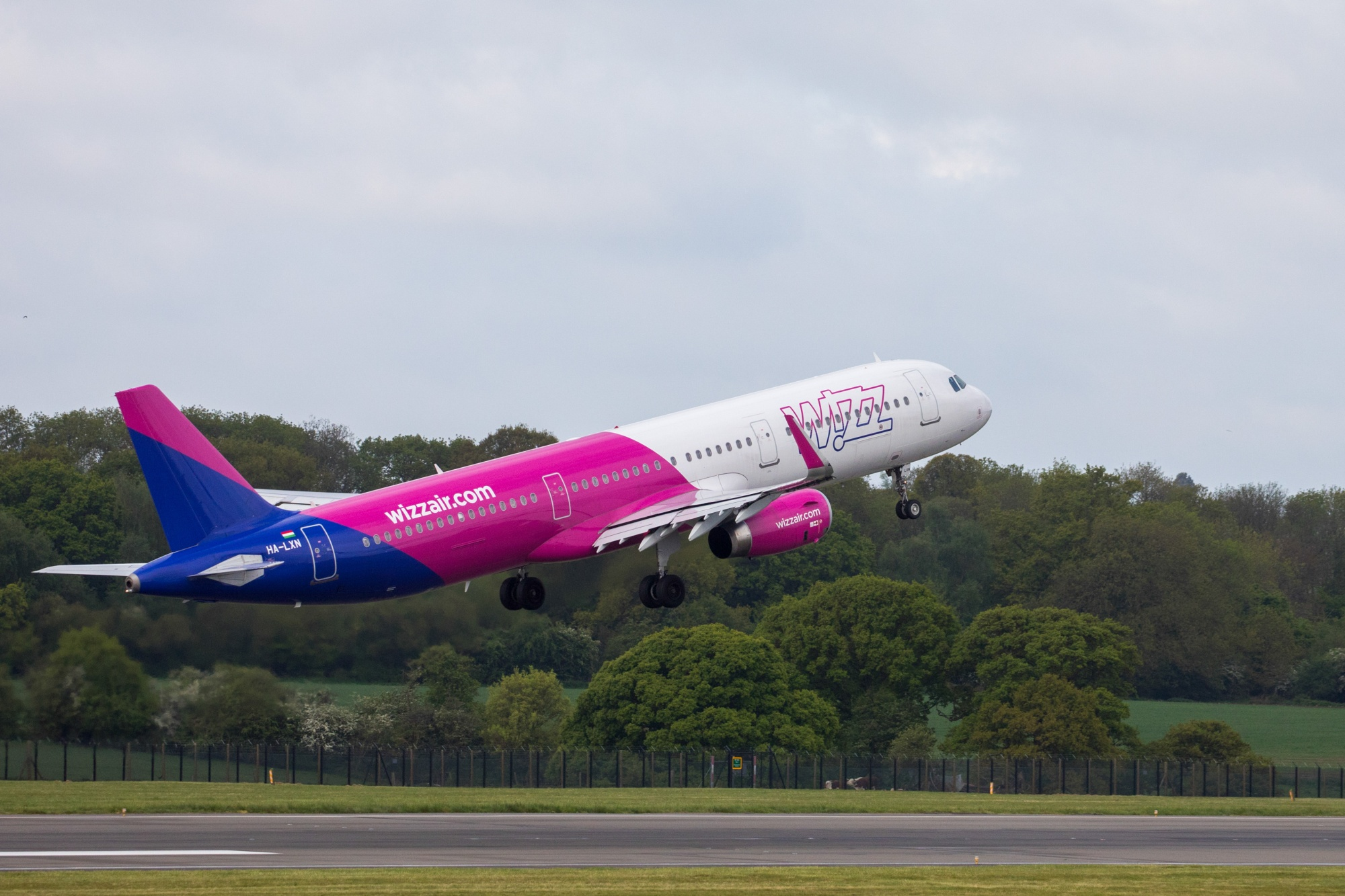 Wizz Air Targets U K Push With Gatwick Slots Coming Free Bloomberg