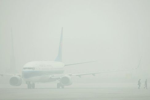 China's Extreme Smog Forces Pilots to Train for Blind Landings