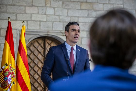 Spain Gives Sanchez Another Two Weeks of Emergency Virus Powers
