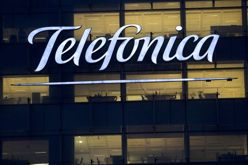 Telefonica Risks Blow From Rising Debt Costs on Spain Ties