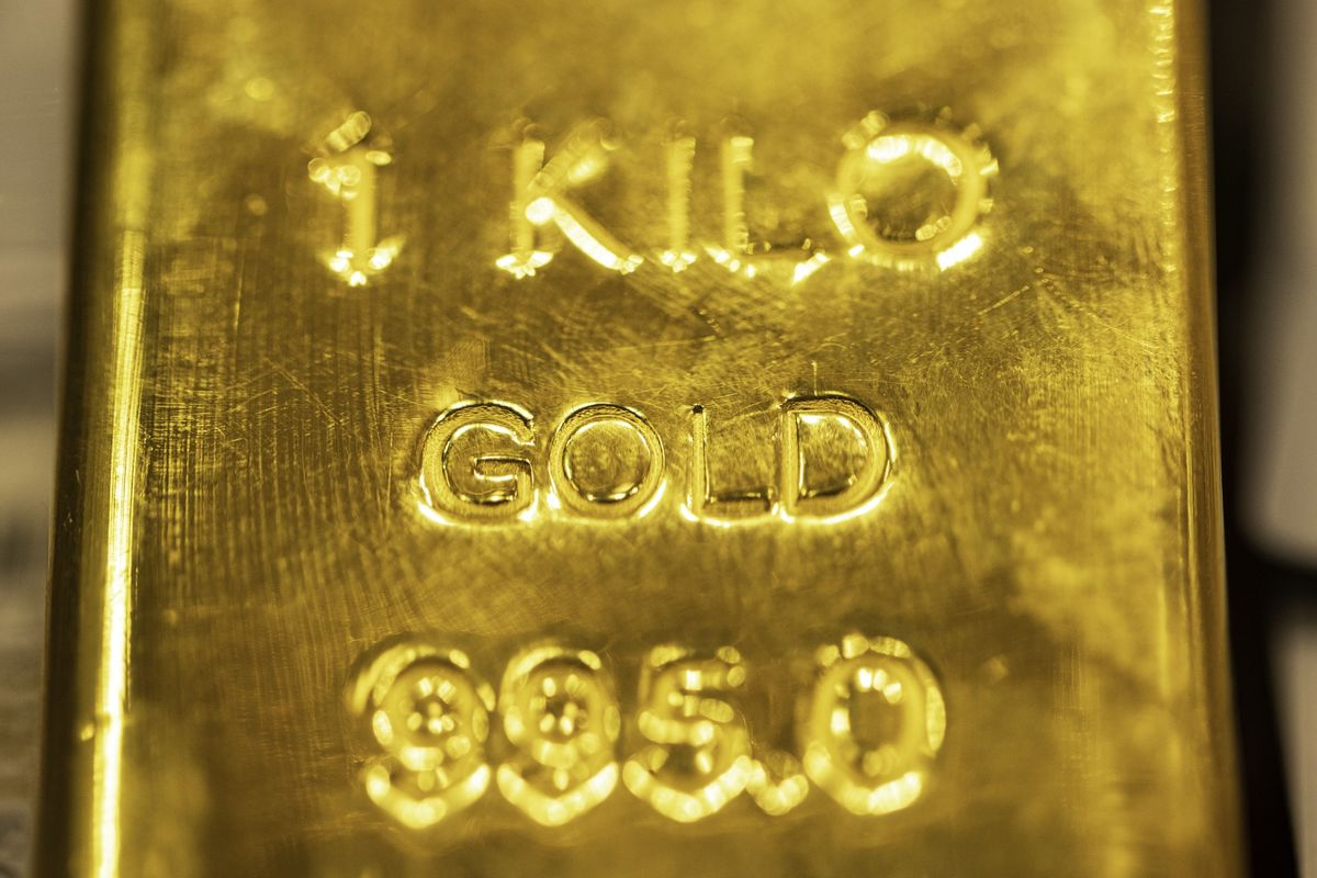 Gold Heads for Its Biggest Weekly Loss in More Than a Year