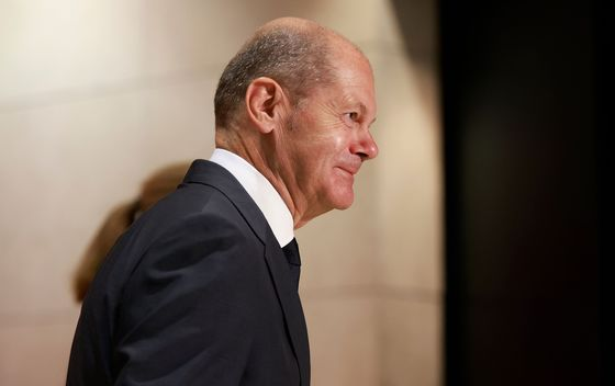 Scholz Faces Multiple Hurdles to Forge Working German Government