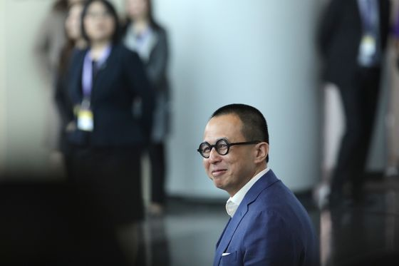 Hong Kong Billionaire Richard Li Weighs Insurance IPO