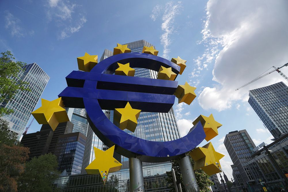 Le Maire Says Euro Should Rival Dollar, Yuan in Global Finance