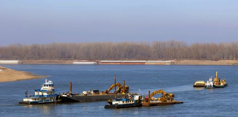 Mississippi Barge Operators Boost Cargoes as Work Deepens River