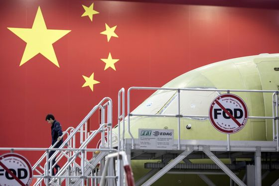 Boeing 737 Pitted Against China's Spacecraft as Trade War Grows