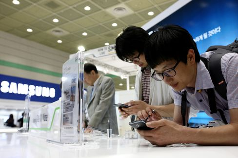 Samsung Unveils Pen-Equipped Galaxy Phone to Keep Lead on Apple
